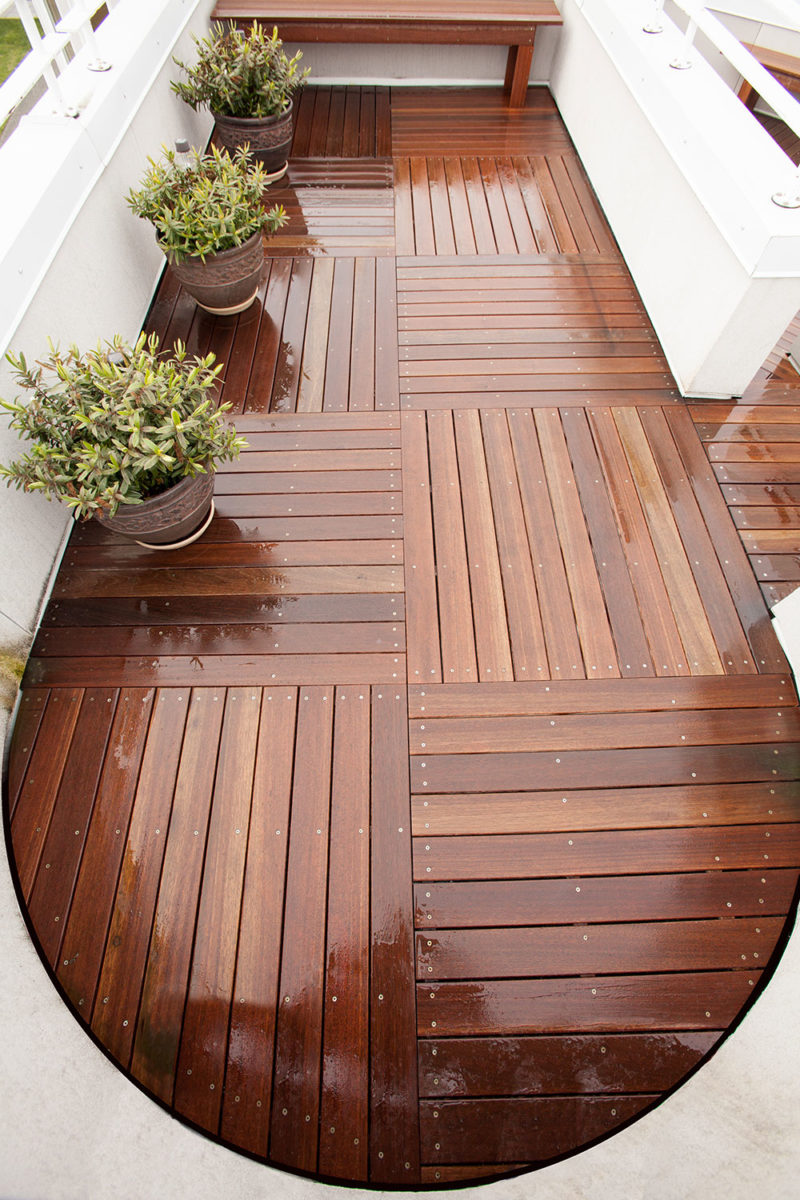 deck with planters and bech